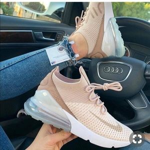 Shoes - NIKE AIR MAX 270